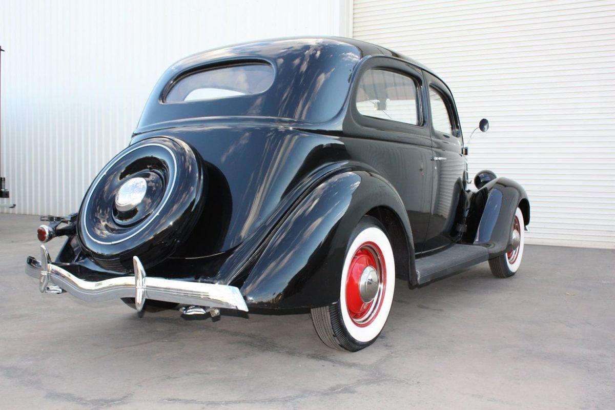 1936 Ford Tudor Slantback