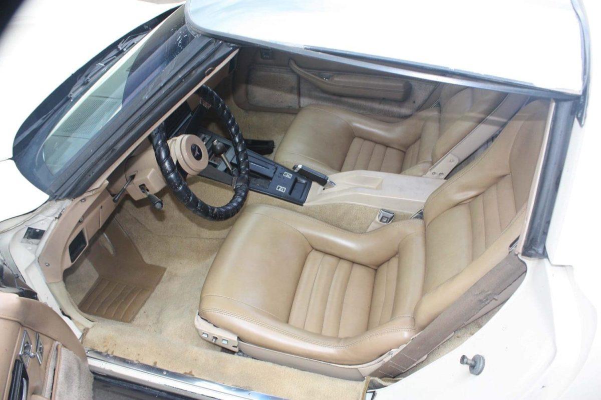 1981 Chevrolet Corvette cream-white